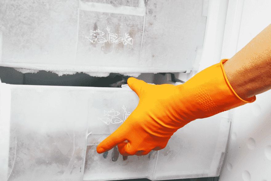Размораживайте холодильник не реже раза в год