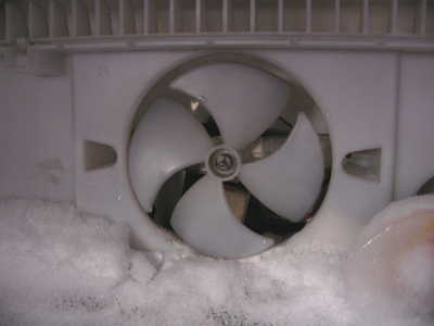 Холодильник не морозит: причины и что делать в этой ситуации