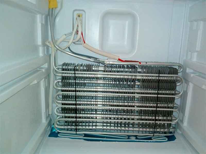 Холодильник не отключается, но морозит