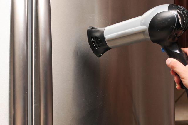 Как убрать вмятину на холодильнике своими руками