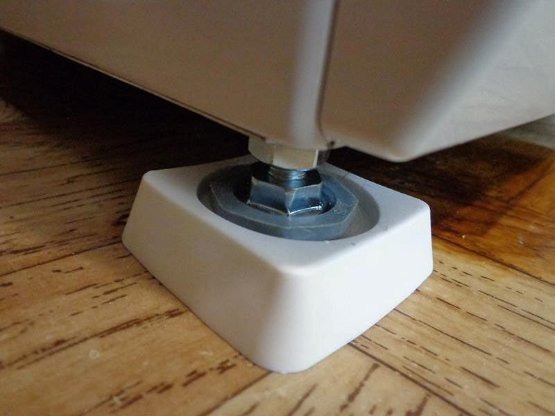 Почему прыгает стиральная машина при отжиме и что делать