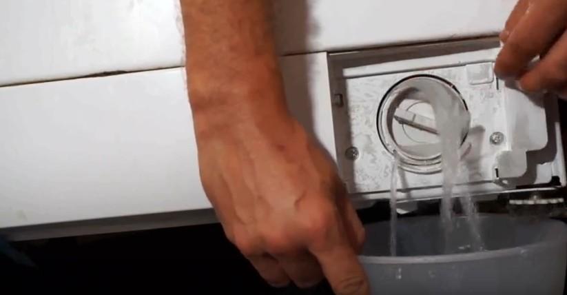 Как слить воду из стиральной машины, если она сломалась