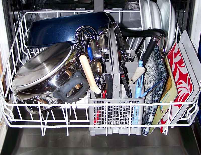 Почему алюминий и чугун нельзя мыть в посудомоечной машине