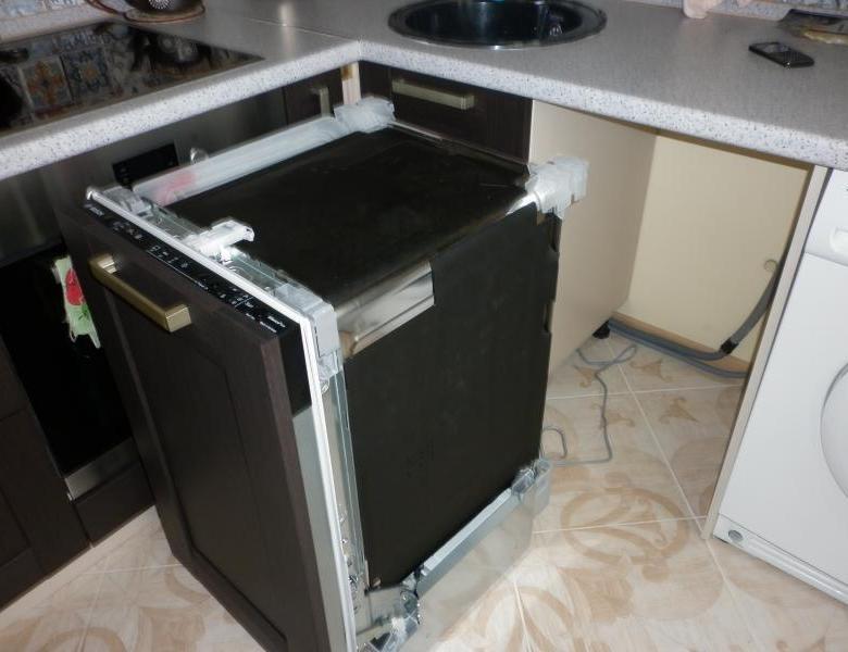 Как вытащить посудомоечную машину из встроенной кухни
