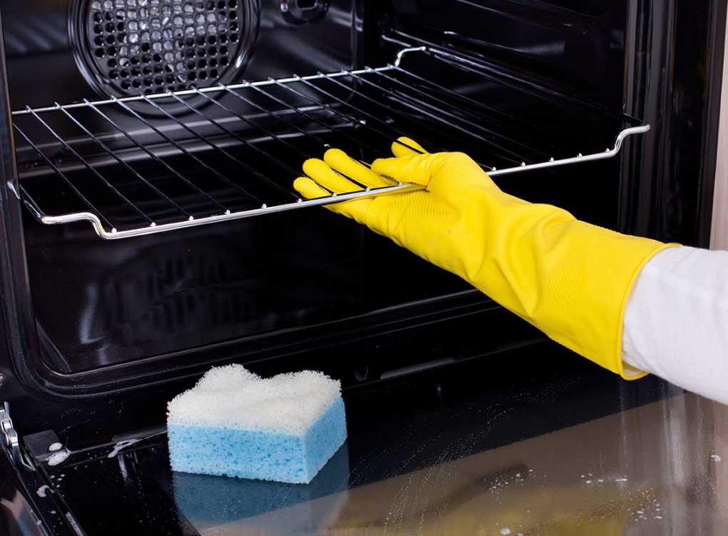 Как почистить духовой шкаф внутри в домашних условиях