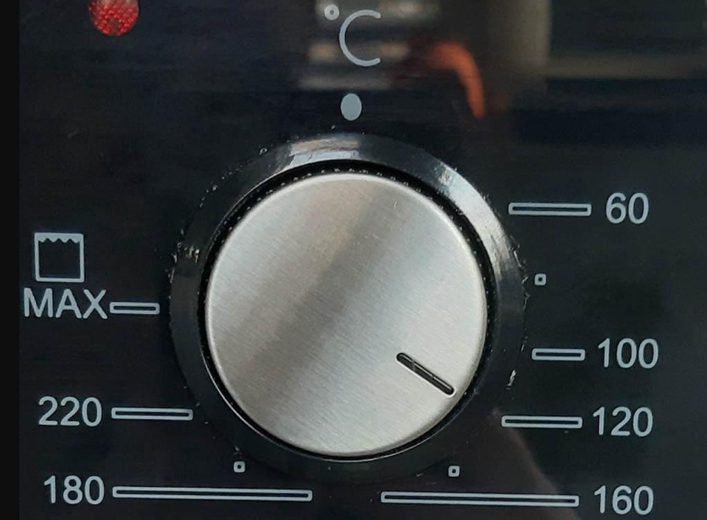 До какой температуры нагревается духовка