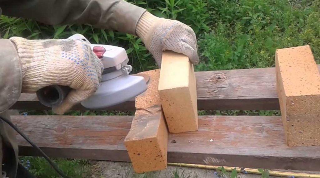 Как резать кирпич болгаркой ровно и без сколов
