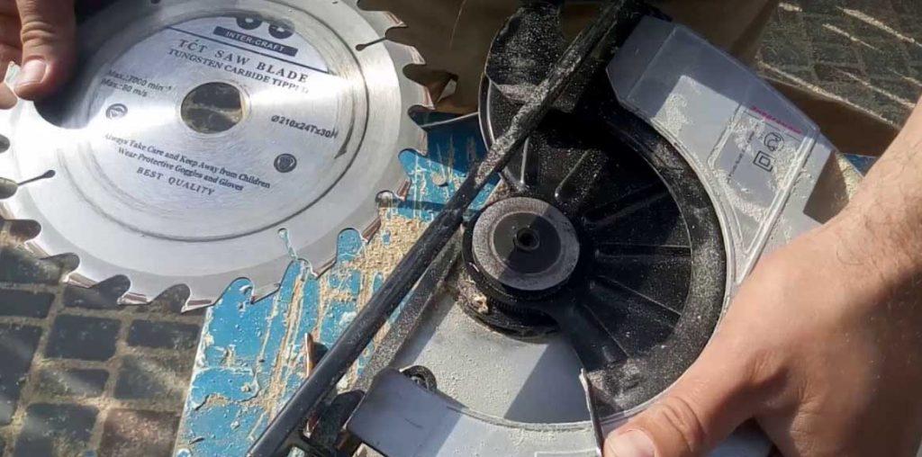 Как поменять диск на циркулярной дисковой пиле